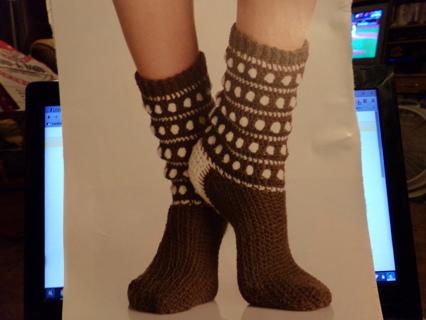 Free Poka Dot Popcorn And Aran Isle Knee Socks Pattern Crochet