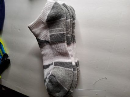 3 pairs of men's Fruit of the Loom no show socks