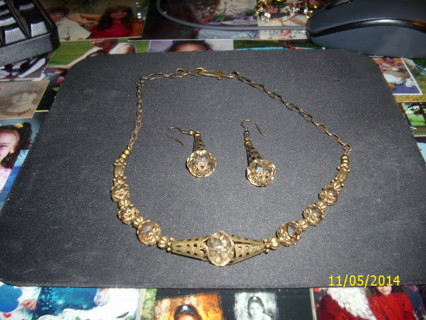 BEAUTIFUL HAND MADE NECKLACE AND EARRINGS