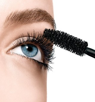New in package Mascara black