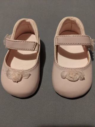 Excellent Pink Strapped Baby Shoes Size 1 w/ Flowers on front + Straps