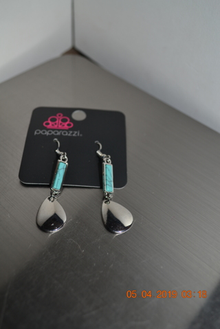 ****NEW FAUX TURQUOISE & SILVERTONE EARRINGS***FREE SHIPPING