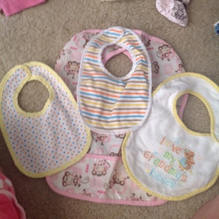 4 baby bibs and 2 wash cloths