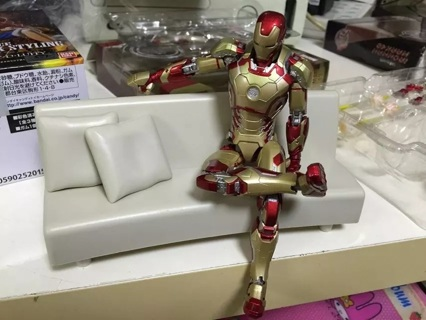 Iron Man Mark 42 with Sofa PVC Action Figure Collectible Models Toys 15cm KT2429