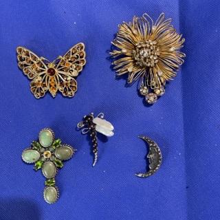 Pins - vintage lot of 5