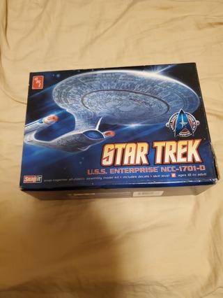Star Trek USS Enterprise NCC-1701-D Plastic Model Kit New in Box