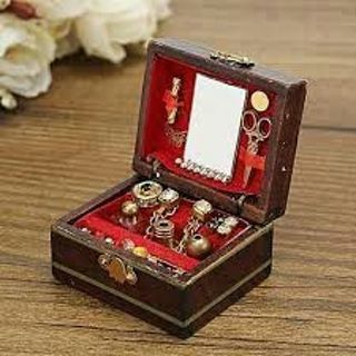 1:12 Scale Cute Dollhouse Miniature Filled Wooden Jewelry Box