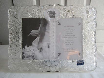 Free: * MIKASA - CRYSTAL GLASS CHERISHED MOMENTS PICTURE FRAME ...