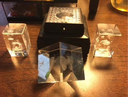 set of 3-D Crystal Cube pictures with display
