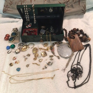 Jewelry box and jewelry lot