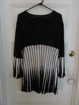 Ladies Lane Bryant Black & White V Neck Sweater Tunic Sz 18/20