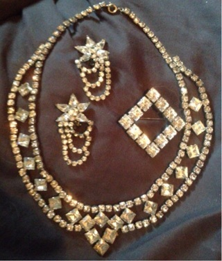 Vintage costume jewelry lot * necklace, Earrings and Broach