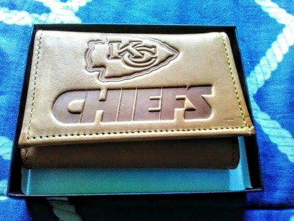 New Kansas city Chiefs Mens Wallet - New in the box