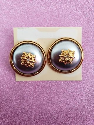 Pre-owned Grey And Goldtone Disc Earring