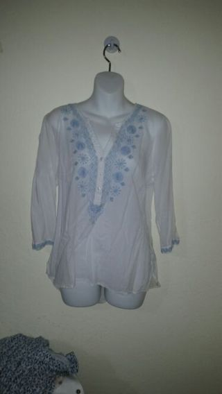 Really nice XL Sonoma embroidery blouse