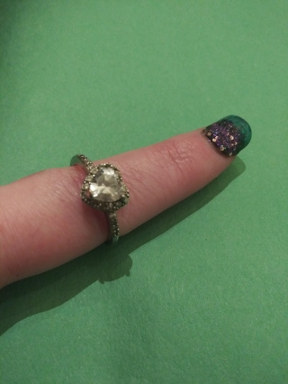 **GORGEOUS CUBIC ZIRCONIA HEART RING**