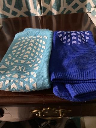 Slipper socks (2 pair new)
