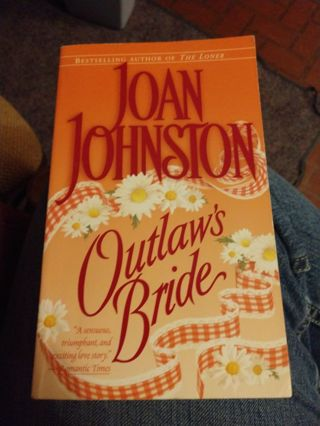 Outlaw's Bride by Joan Johnston (paperback)