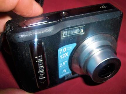 Polaroid i733 7.0 MP Digital Camera & Silicone Case