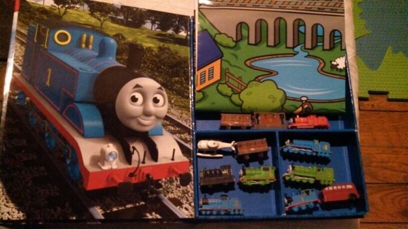 Free Thomas The Train Story Book W 12 Figurines Playmat