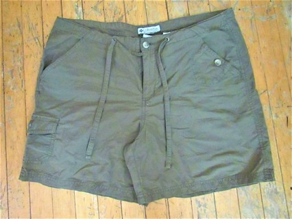 NWOT- COLUMBIA KHAKI GREEN HIKING SHORTS- LIGHTWEIGHT- SZ 10