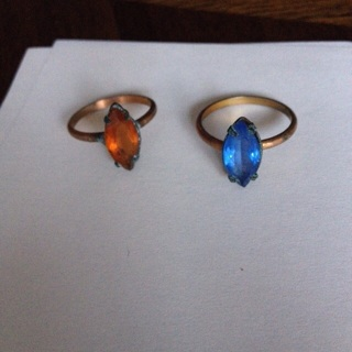 2  vintage rings size 6 (?). needs cleaning!