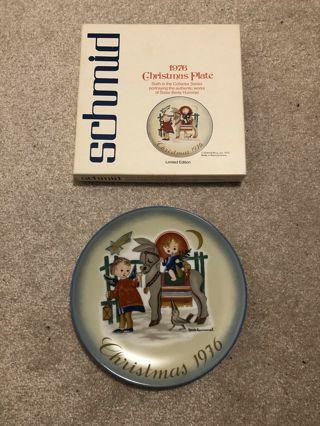 """Christmas 1976"" decorative plate"