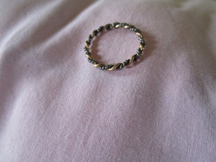 pretty size 8 gold and black love knot ring