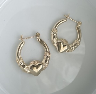 14K Yellow Gold Gently loved Previously owned Celtic Irish Claddagh Claddaugh Puffed Hoop Earrings