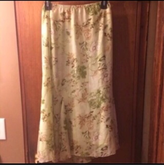 Floral Design ❤️ Beautiful Skirt ❤️ Spring Flowers ❤️