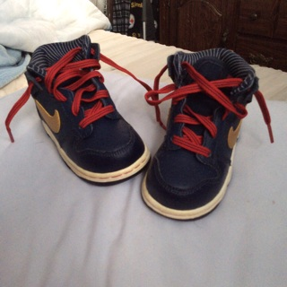 Nikki boys Shoes size six Excellent Condition Like New