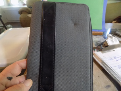 Kindle  gray zippered case has eggshell liner in lime green