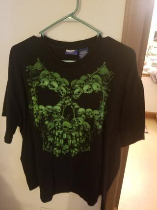 Black With Green Skulls SZ 2XL Shirt