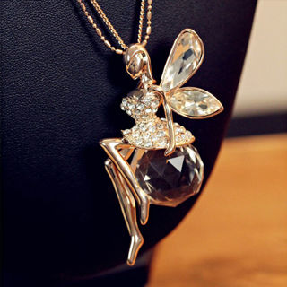 hot new queen wing necklace