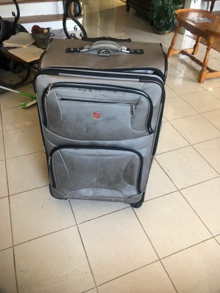 SwissGear large suitcase