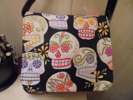 Skull Crossbody Handbag    Very Unique