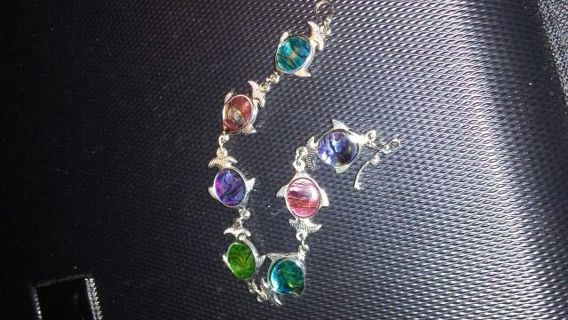Color stone fish bracelet