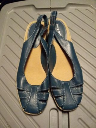 Ladies Size 7 Easy Spirt Sandles