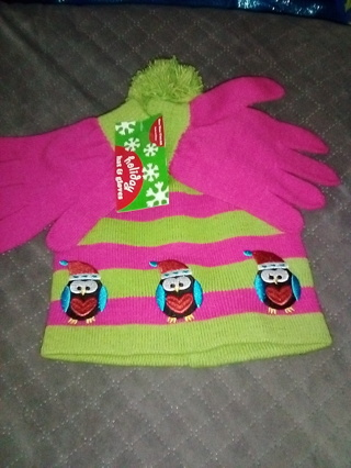 Brand New One Size Fits All Hat and Gloves / Free Shipping