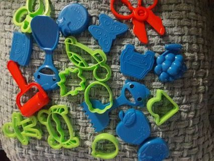 FUN PLAY DOUGH COOKIE CUTTERS WIN 3 AUCTIONS IN 3 DAYS- GET FREE PRIZE***