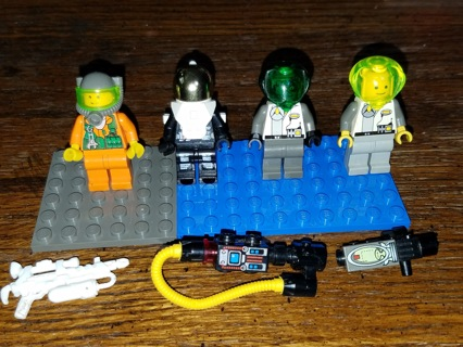 Lego Minifigure LOT with Accessories SPACE ASTRONAUT BATTLE 20+ Pieces