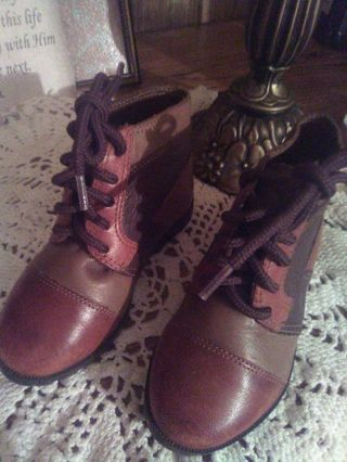 Real Leather girl dress shoes size 5 look like they fit about 16 to 18 month adorable