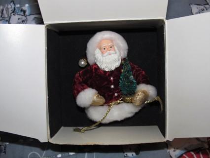 Avon Christmas Victorian Santa Pin Ornament Brooch