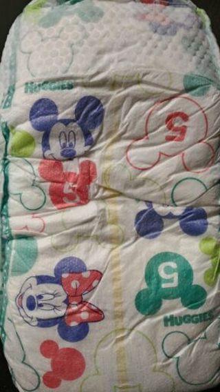 6 HUGGIES size 5 diapers