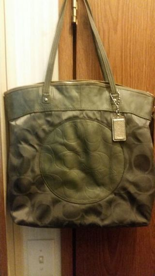 Yay ,here we go Excellent condition Grey Coach tote !!!!!