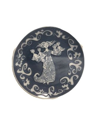 """Oriental Mother"" decorative plate"