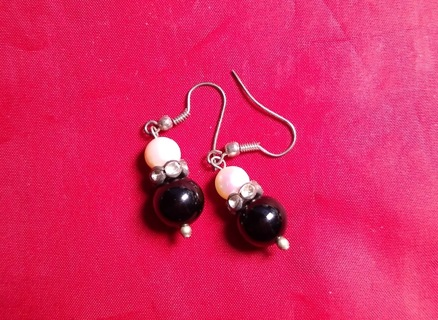 EARRINGS BEAUTIFUL CULTURED PEARLS ONYX AND CRYSTALS SILVER DANGLES ALL AT A STEAL OF A DEAL PRICE
