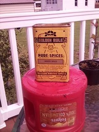 ANTIQUE SPICE TIN. THE CITIZEN'S WHOLESALE SUPLY. COLUMBUS OHIO.. NICE SIZE..EYE CANDY