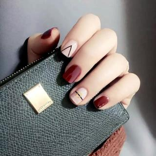 New Arrival 24 pcs Elegant Rivet Pattern Fake Nails Short Oval Wine Red Finished Winter Nail Tips