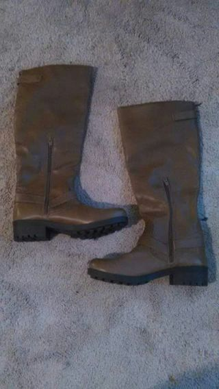 Women's brown boots. BRAND NEW